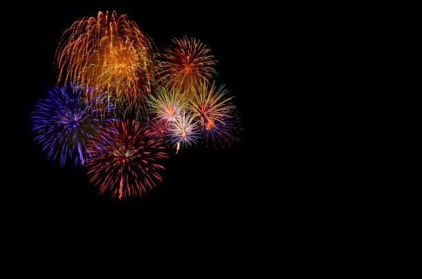 colorful fireworks celebration and the city night light background. - happy 4th of july zdjęcia i obrazy z banku zdjęć