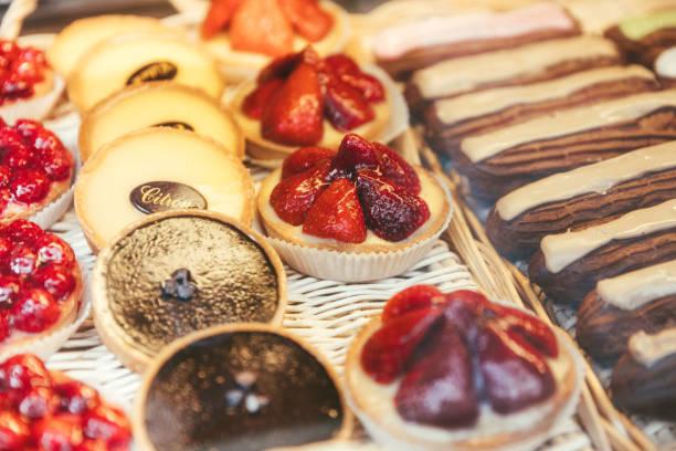 Colorido pastelaria francesa em Paris, França - foto de acervo