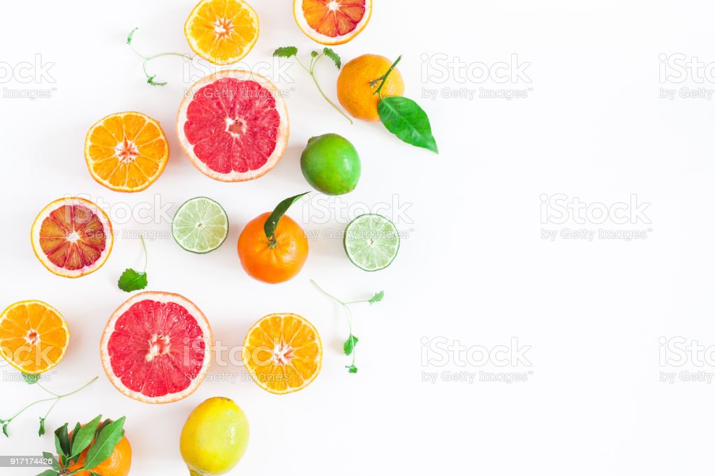白いテーブルにカラフルな新鮮な果物。フラット横たわっていた、トップ ビュー ストックフォト