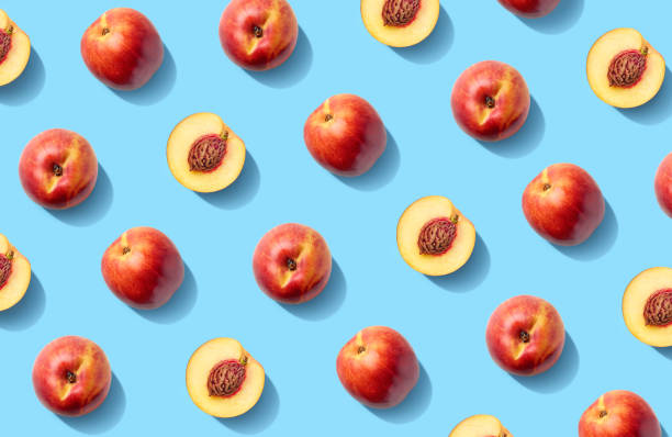 bunte fruchtmuster von frischen nektarinen - peach stock-fotos und bilder