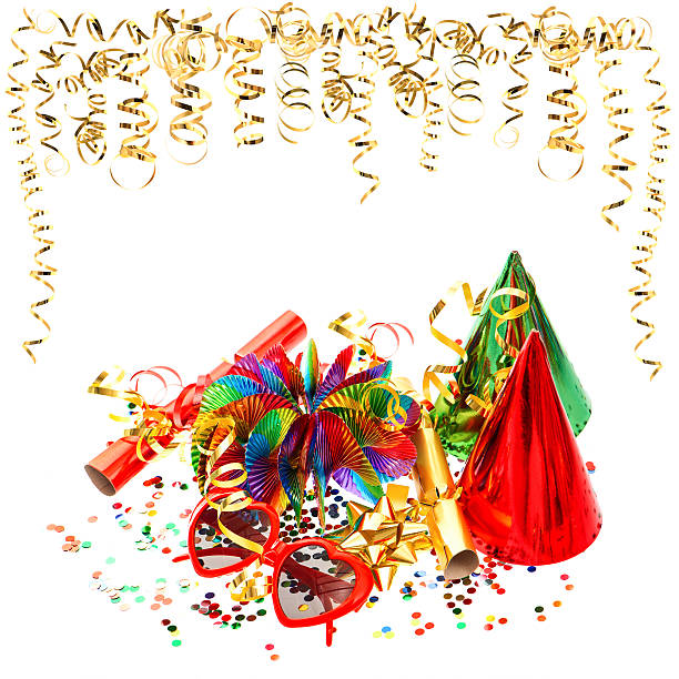 bunte girlanden, luftschlangen und konfetti auf weiß - geburtstagswünsche mit bild stock-fotos und bilder