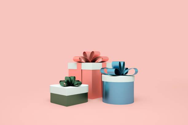 ピンクの背景にカラフルなギフトボックス。最小限のクリスマスコンセプトのアイデア。3d レンダリング - 誕生日の贈り物 ストックフォトと画像