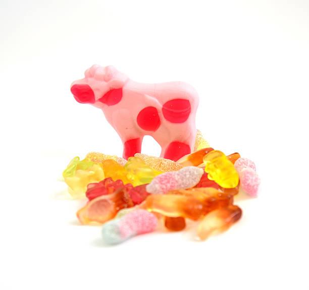bunten gelee-bonbons gummi - kuhbonbon stock-fotos und bilder