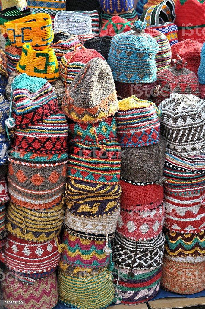 Colorful hats in a souk of Marrakech - foto de stock