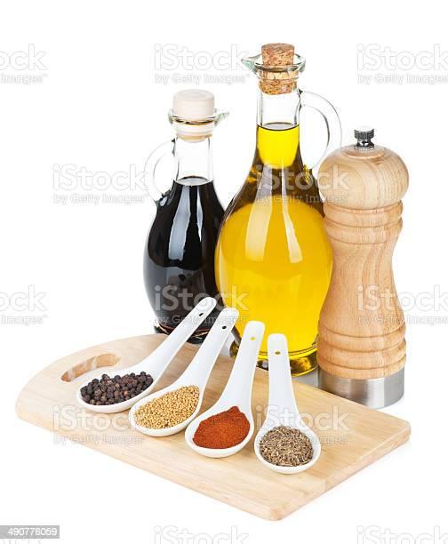 Colorido Hierbas Y Especias Selección Foto de stock y más banco de imágenes de Aceite de oliva