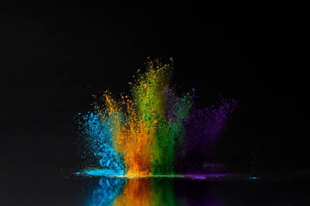 explosão de pó colorido holi Festival Primavera preto, Hindu - foto de acervo