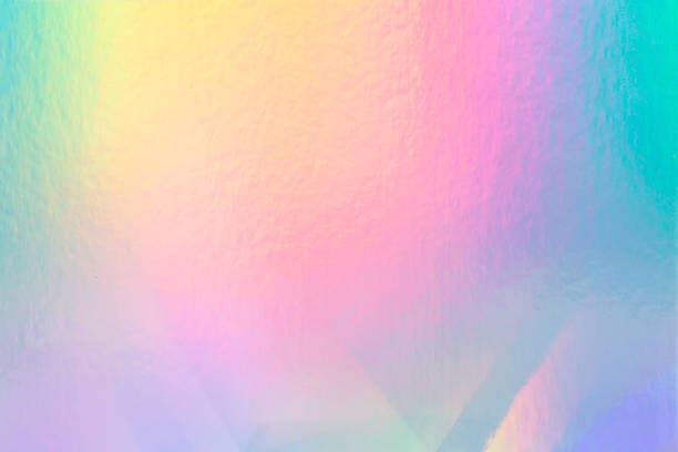 虹色のライトが付いているカラフルなホログラフィックペーパー。 - ホログラム ストックフォトと画像