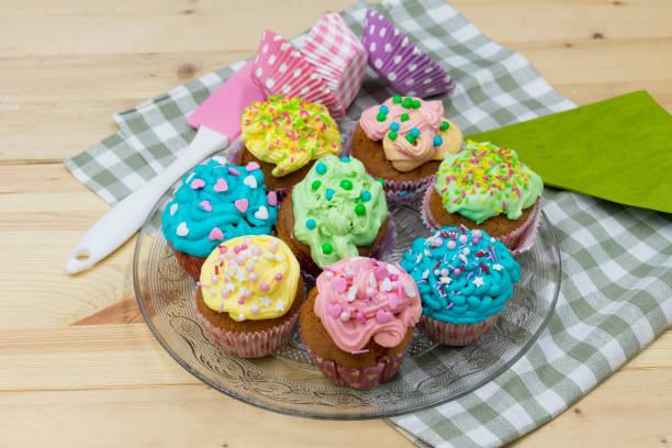bunte, hausgemachte Cupcakes – Foto
