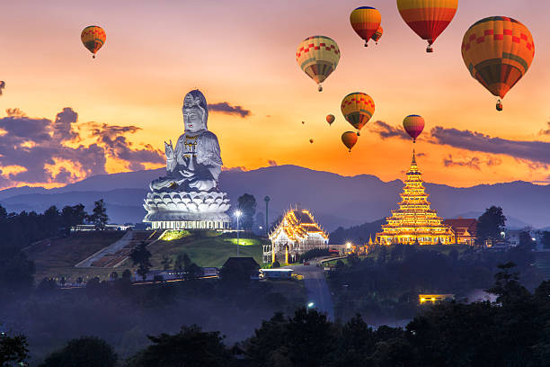 Colorful hot air balloons flying over Wat Huay Pla Kang 스톡 사진