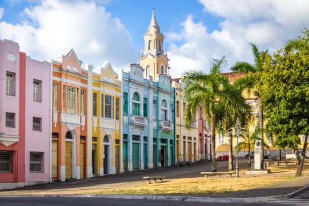 Casas coloridas de Antenor Navarro Plaza en el histórico centro de João Pessoa - Joao Pessoa, Paraiba, Brasil - foto de stock