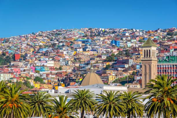 Bunte Häuser auf einem Hügel von Valparaiso, Chile – Foto