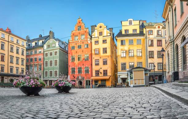 Färgglada hus på Stortorget i Stockholm bildbanksfoto