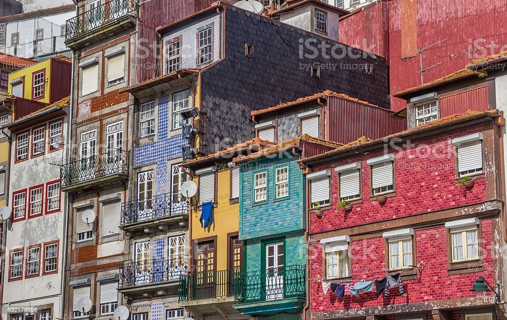 Foto De Casas Com Fachadas De Azulejos Coloridos No Porto