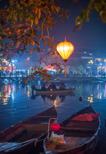 호이에 젓는 동안 화려한 등불, 베트남 - 베트남 뉴스 사진 이미지