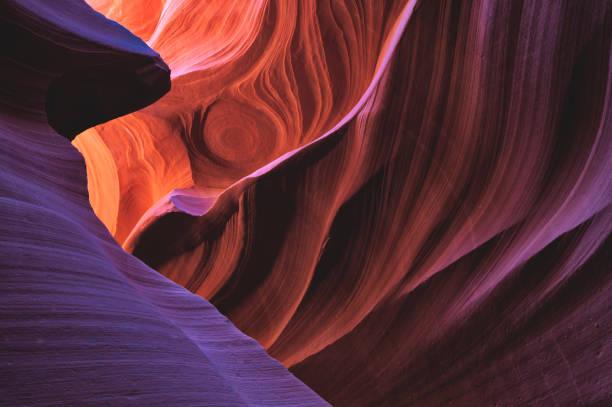 kolorowe światło w dolnym kanionie antylopy - erodowany zdjęcia i obrazy z banku zdjęć