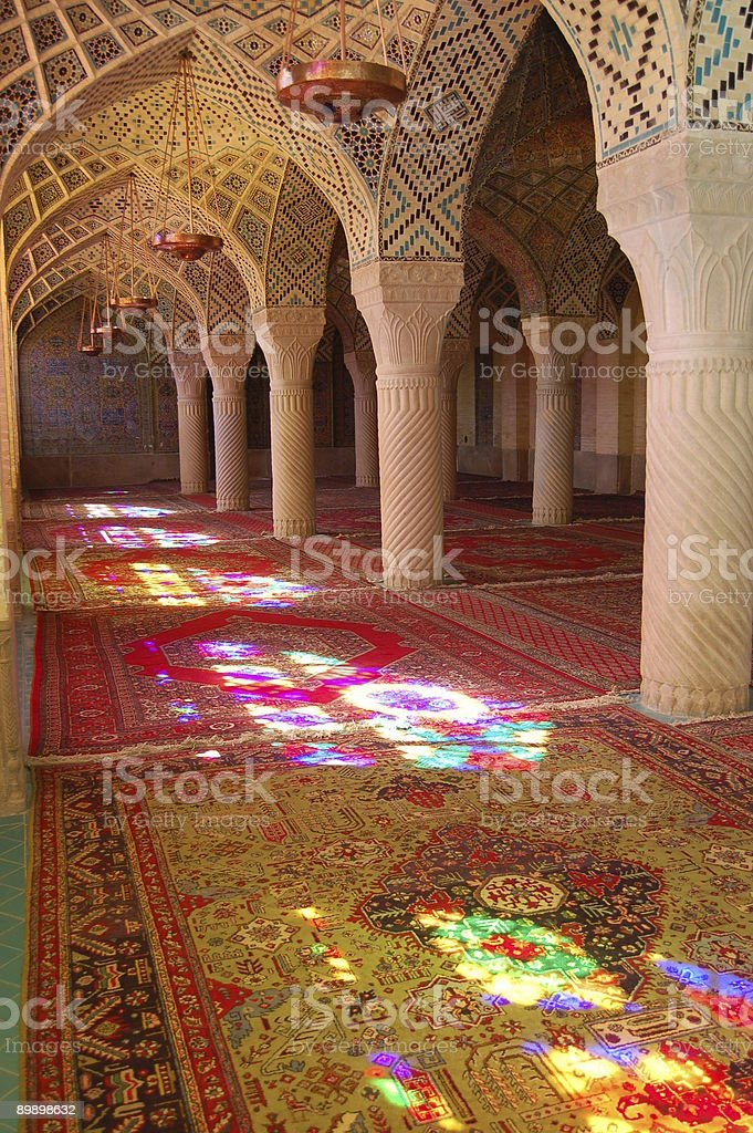Luce colorata in moschea foto stock royalty-free