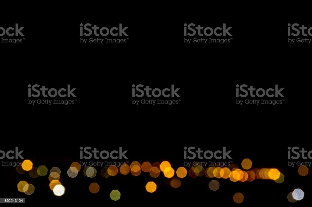 Manchas de luz coloridas brilhando como diamantes sobre um fundo preto - foto de acervo