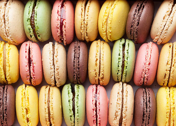 colorful macaroons. sweet macarons - macaroon - fotografias e filmes do acervo