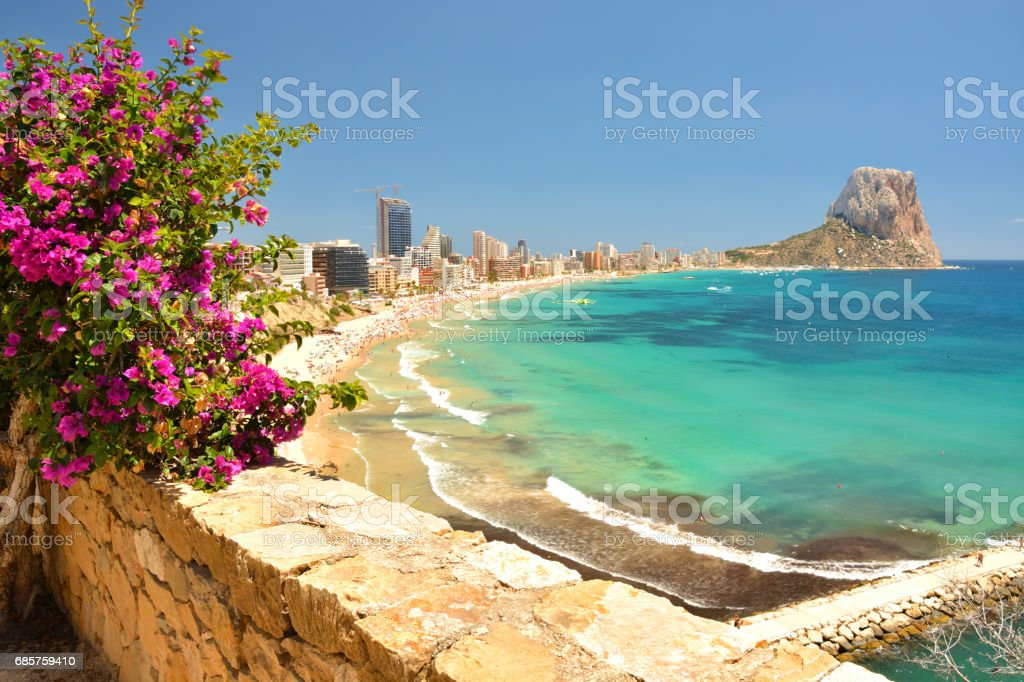 Colorful Mediterranean seascape. Mountain Penyal d'Ifach. Calpe beach, Spain. – Foto