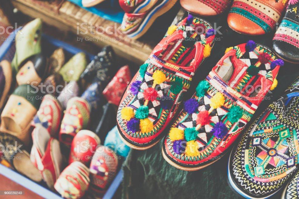 En Alineación De Zapatos Coloridos Marroquí Una Tienda 76fIyYgvmb