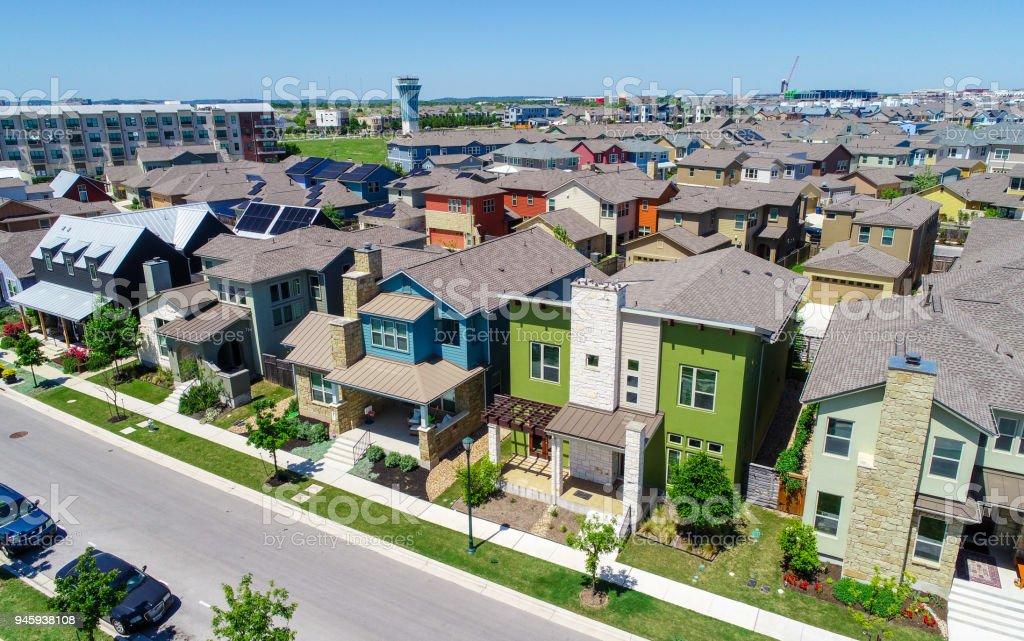 Bunte Mueller Vorort Solarpanel Dächer und modernen Austin Leben – Foto