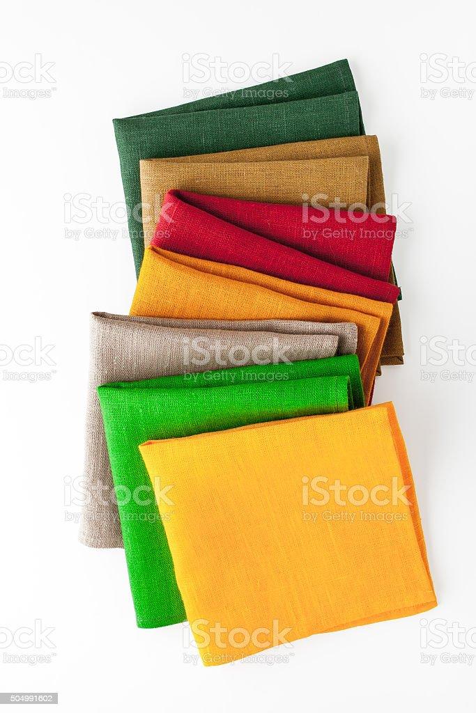 Farbige Servietten auf dem weißen Hintergrund, vertikal Lizenzfreies stock-foto