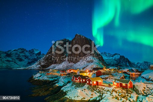 istock Colorful northern lights 904734910