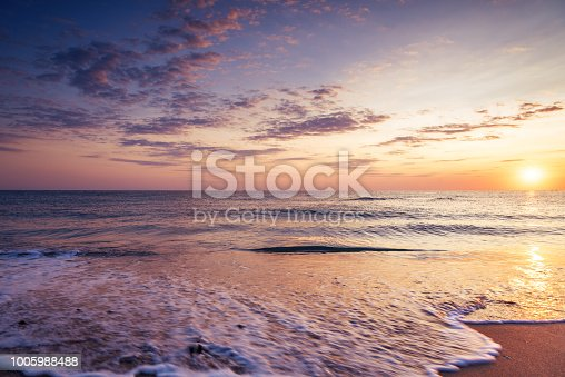 istock Colorful ocean beach sunrise 1005988488