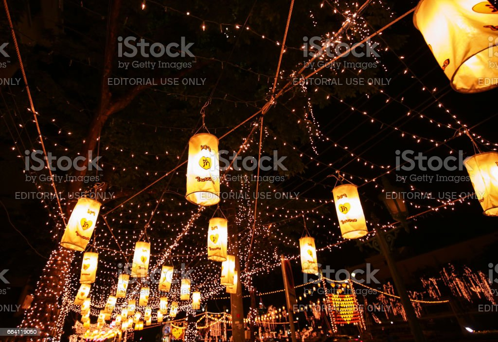 BANGKOK , THAILAND – APRIL 7, 2017 : Colorful of  lamp on nightscape for His Majesty the King and National Day in Bangkok , Thailand. foto stock royalty-free