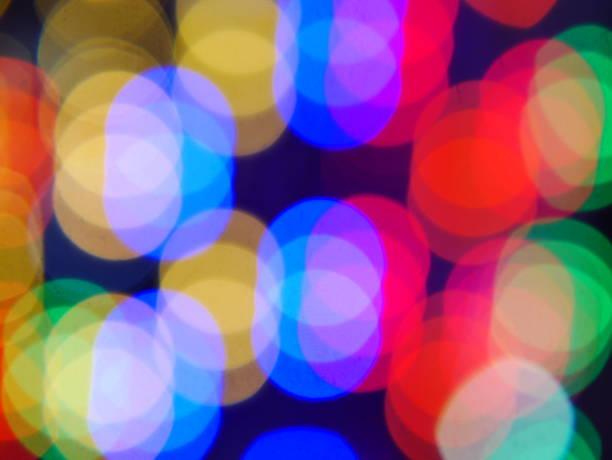 bunte led-bildschirms. - dekoration rund um den fernseher stock-fotos und bilder