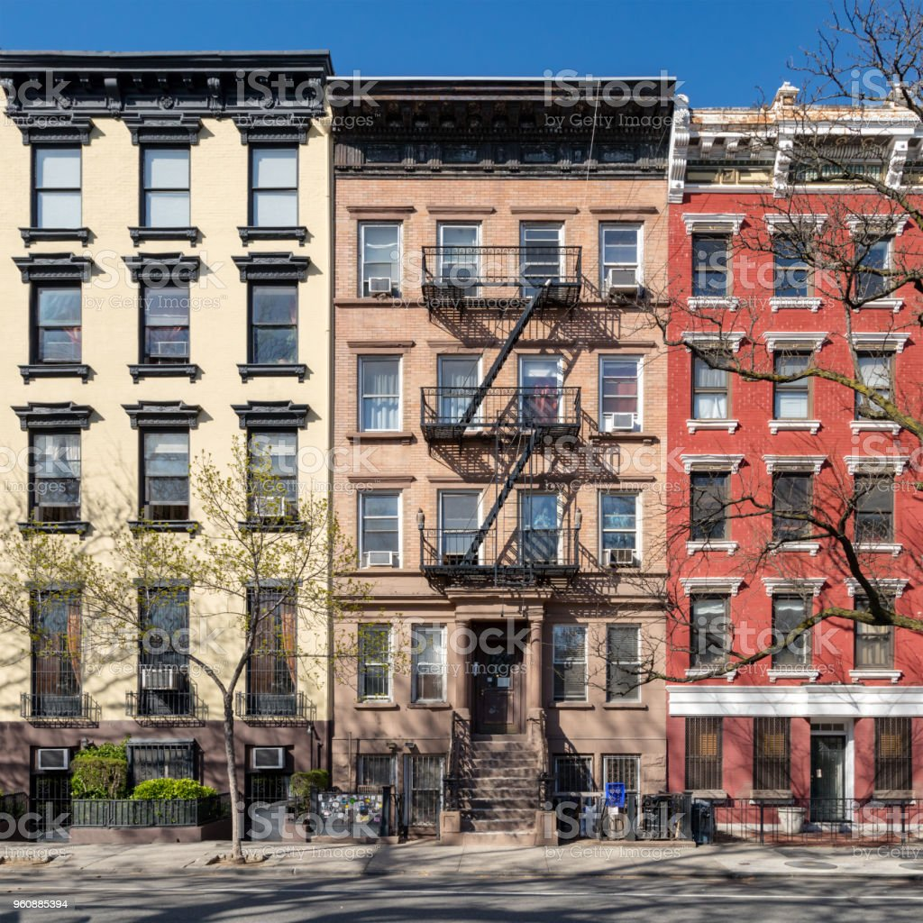 Colorful old buildings along Tompkins Square Park in the East Village of Manhattan in New York City - foto stock