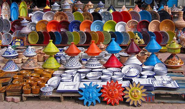 bunte orientalischer keramik basar (tunesien) - urlaub in tunesien stock-fotos und bilder