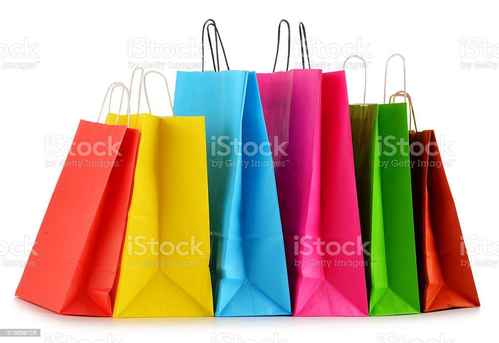Bunte Papier-Einkaufstaschen isoliert auf weiss – Foto