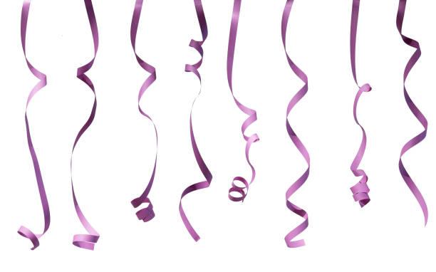 Serpentins de papier coloré isolé sur fond blanc. - Photo