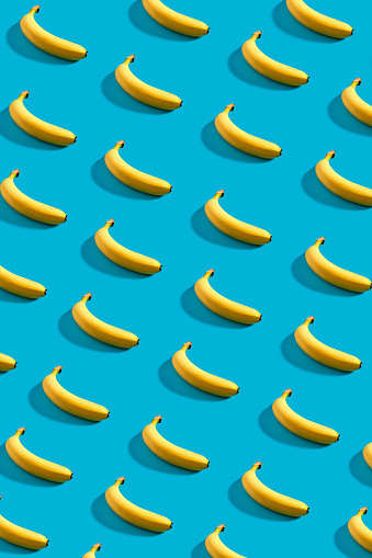 istock Colorful pattern of bananas on sky blue background 909163708