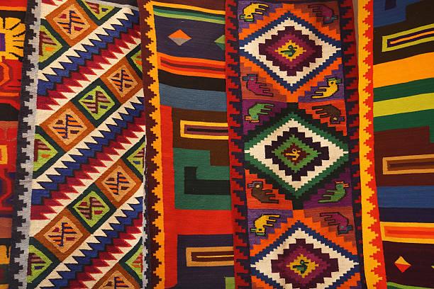 カラフルなペルーのテキスタイル - インカ ストックフォトと画像