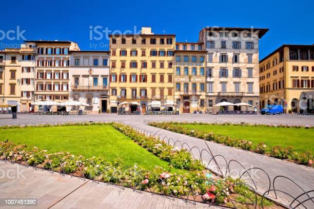 Colorful piazza santa maria novella square in florence architecture picture id1007451392?b=1&k=6&m=1007451392&s=612x612&h=j lmf6 ezq7zuwbhwzq5syiuo38oiovocxu z 7qw6u=