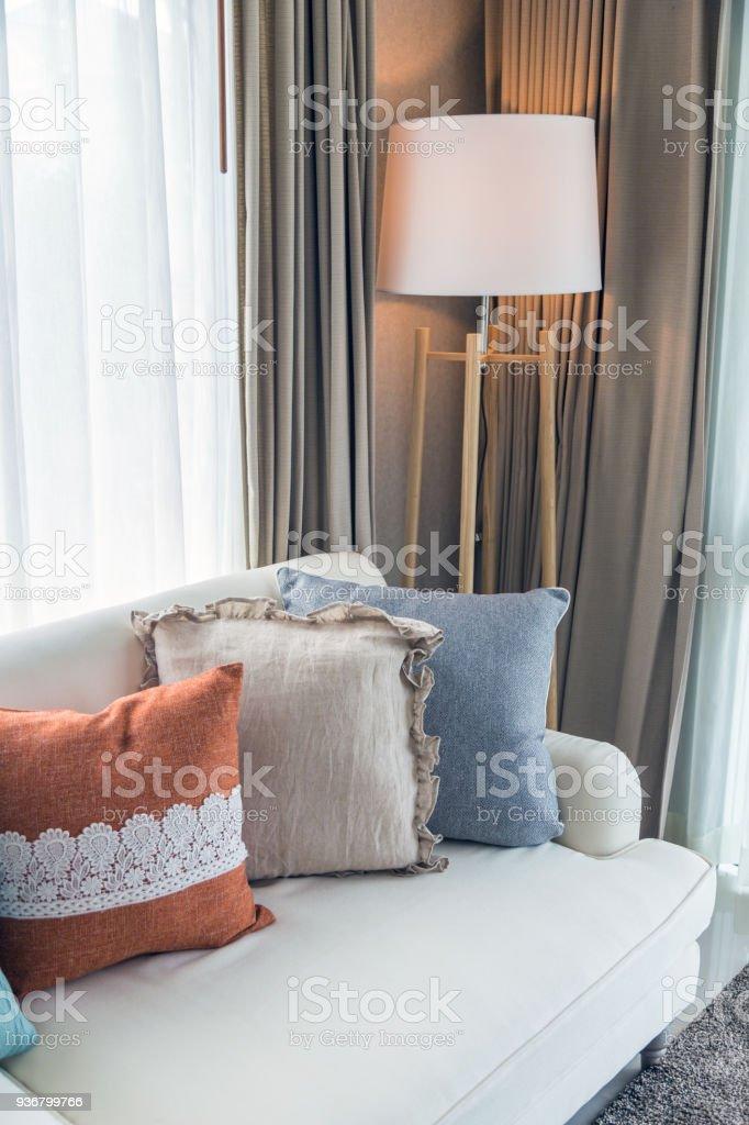 Image of: Foto De Almofadas Coloridas No Sofa Bege Com Lampada Na Sala De Estar E Mais Fotos De Stock De Aconchegante Istock