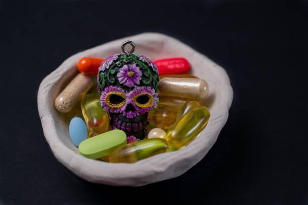 bunte pillen und calavera - gesunde dip rezepte stock-fotos und bilder