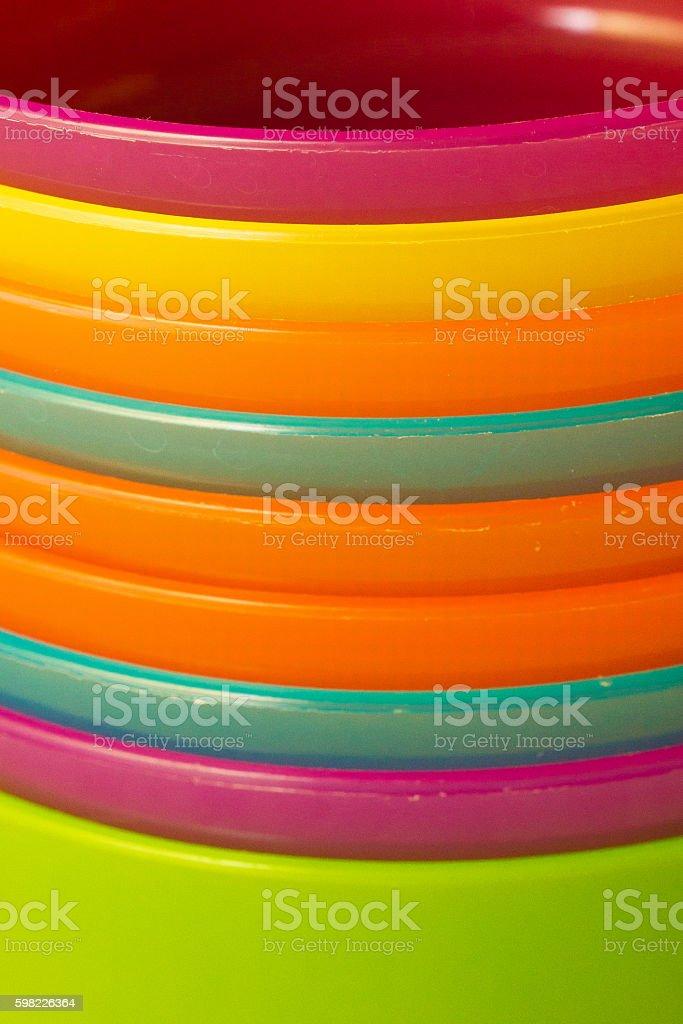 Tigelas de plástico colorido foto royalty-free