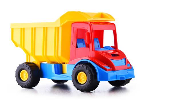 Bunte Plastik-LKW-Spielzeug isoliert auf weiß – Foto