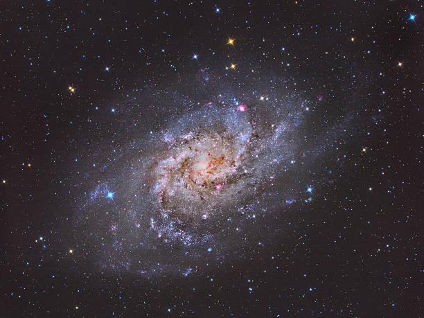 triangulum galaxie m33 - sternhaufen stock-fotos und bilder