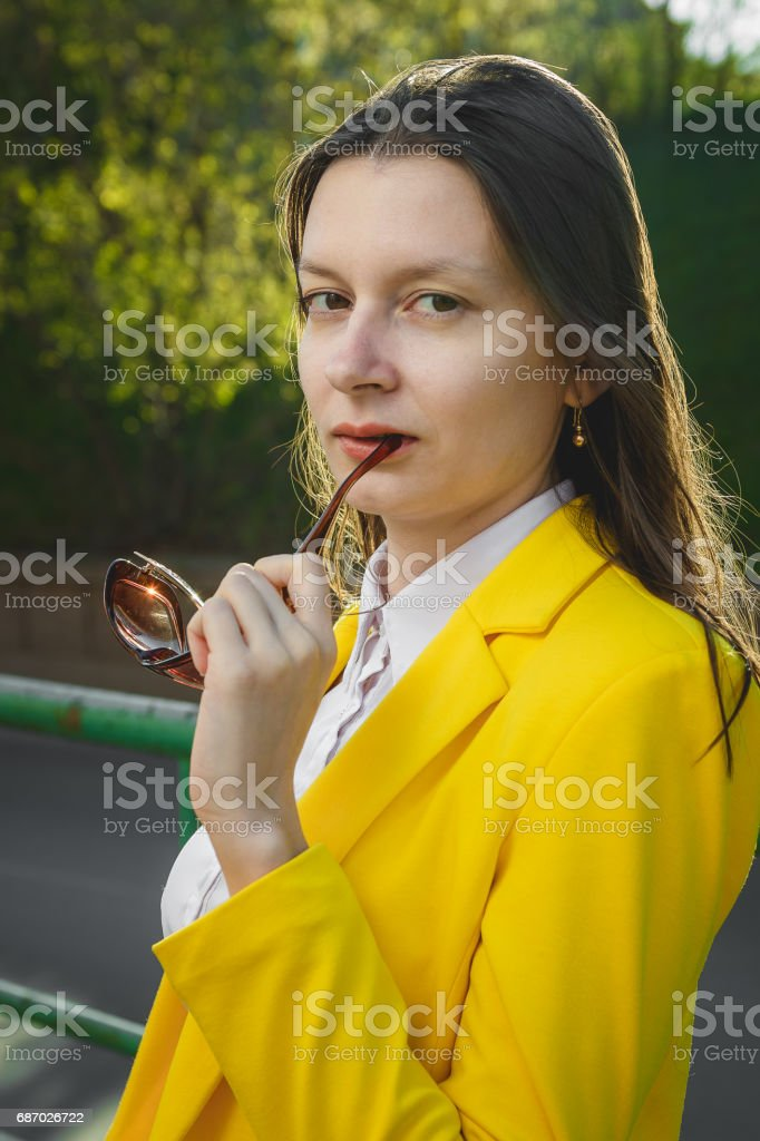 Colorful portrait of young attractive woman wearing sunglasses. Lizenzfreies stock-foto