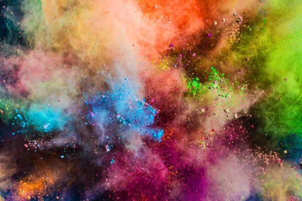 Poudre colorée jouant dans l'air. - Photo