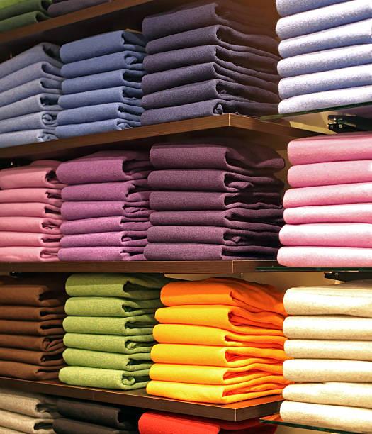 colorful pullovers - stoffregal stock-fotos und bilder