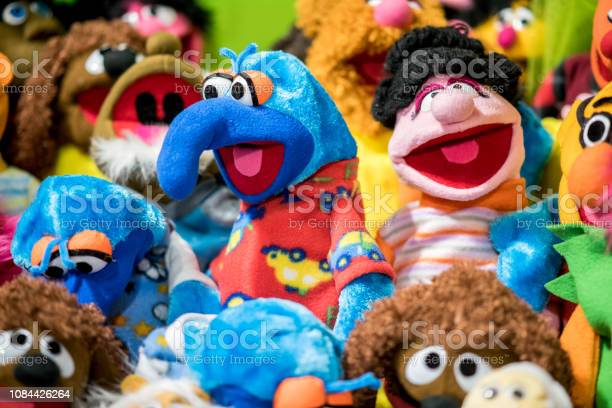Colorful puppets from the sesame series picture id1084426264?b=1&k=6&m=1084426264&s=612x612&h=xgvvfsvy4rj5ayjtrjdkyxn4tm3pcz3nirpudo whda=