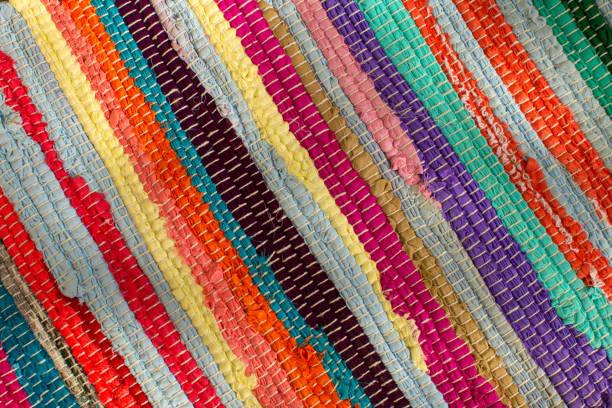 bunte lappen teppich closeup - hausgemachte teppichreiniger stock-fotos und bilder