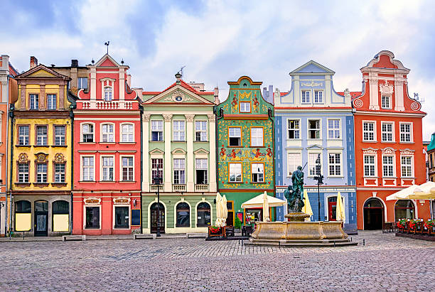 colorful renaissance facades on central square in poznan, poland - polonya stok fotoğraflar ve resimler