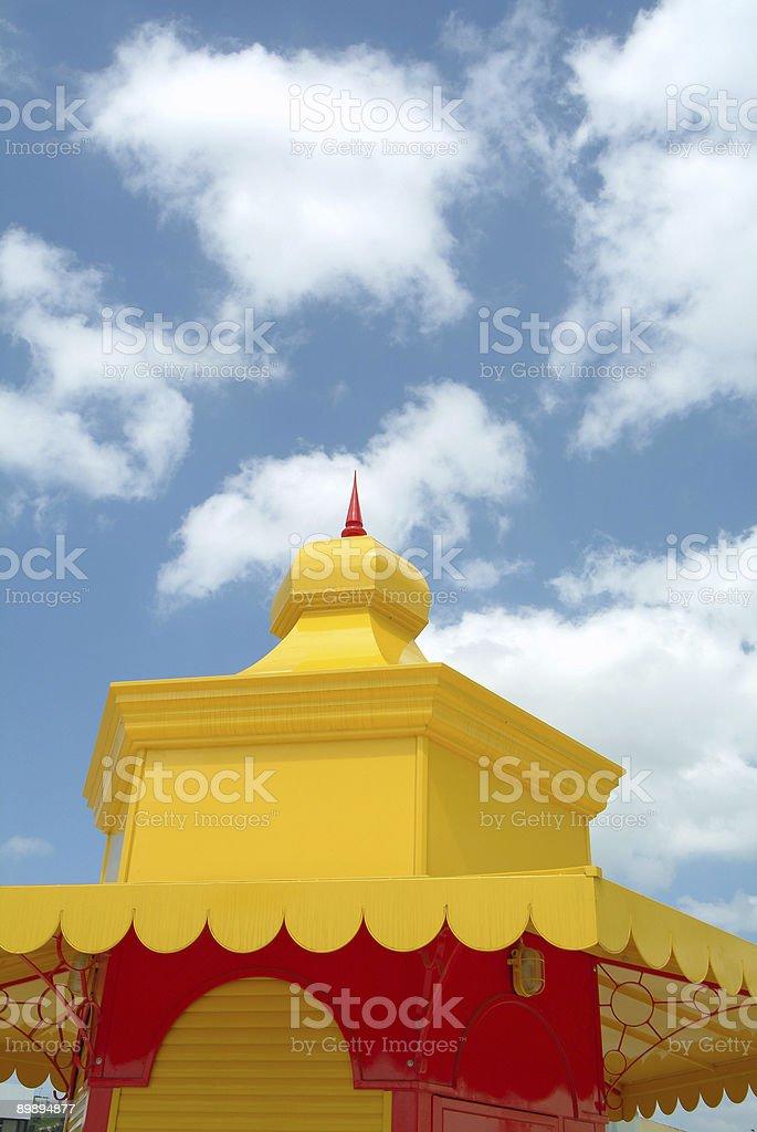 Красочные крыше против неба Стоковые фото Стоковая фотография