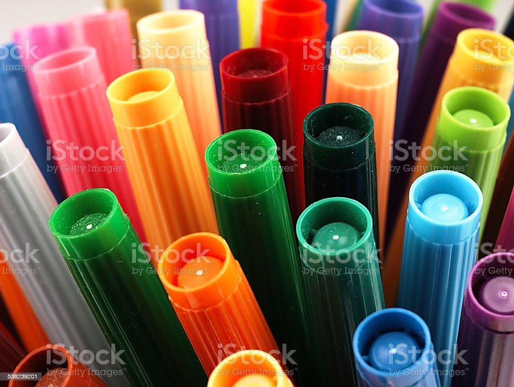 Kolorowe Szkoła znaczniki ściśle. – zdjęcie